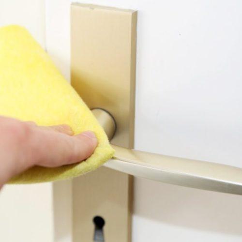 Nettoyage des tâches sur les murs, des interrupteurs, des portes et de leurs poignées ASCPRO